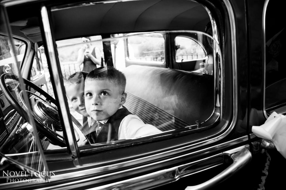 wedding photography children in car