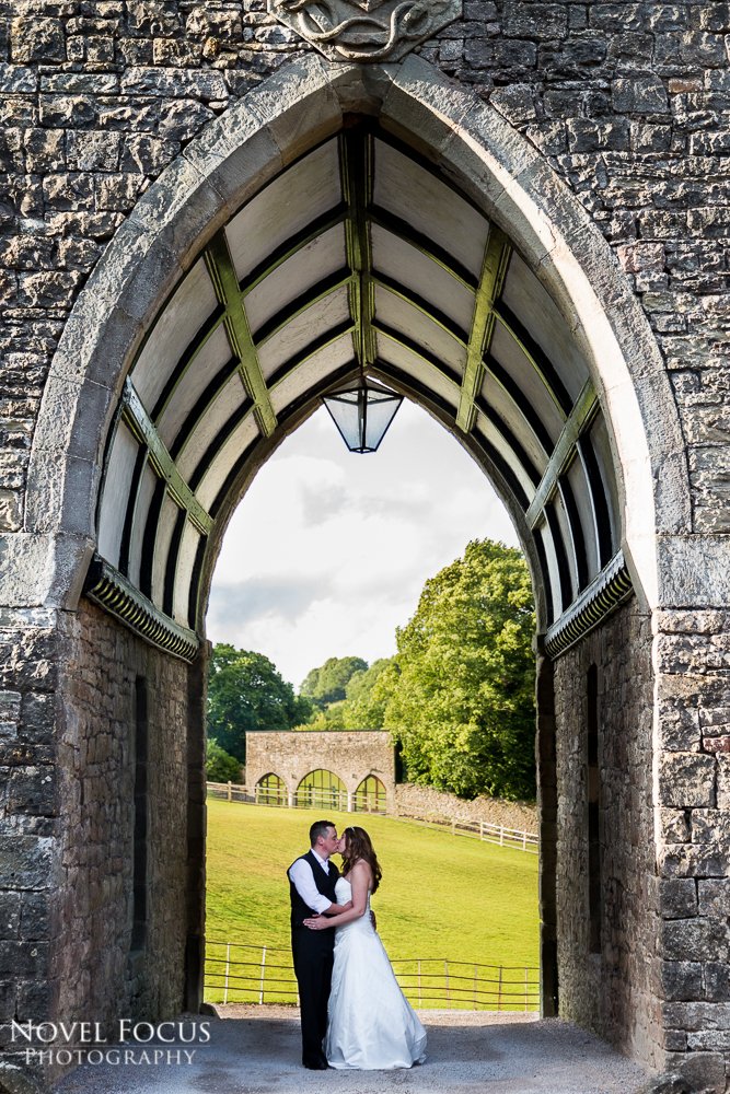 bride and groom kissing at clearwell castle