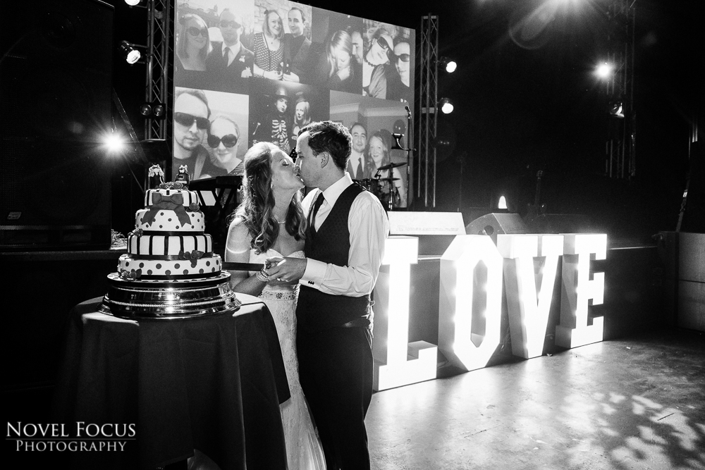 wedding couple cutting cake